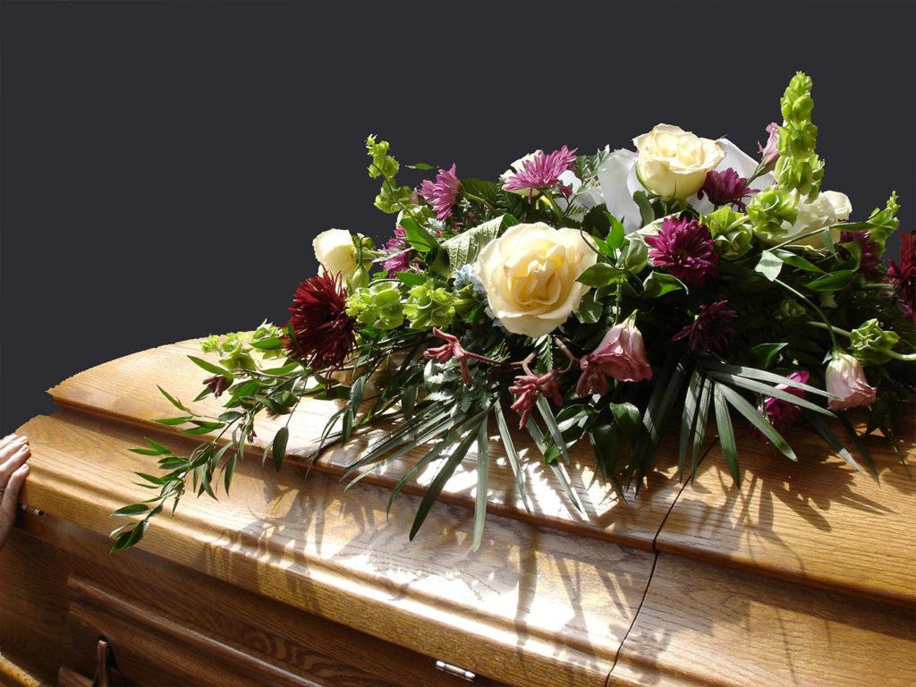 Компания «Купить-венок.рф» поможет в организации похорон
