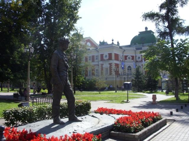 Памятник Александру Вампилову в Иркутске